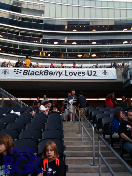 blackberry-loves-u2-2