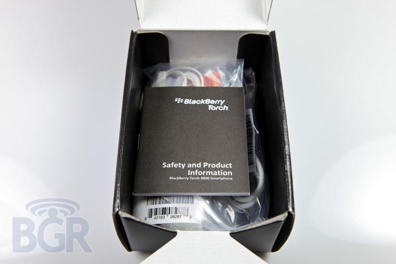 blackberry-torch-9800-white-3