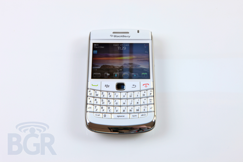 blackberry-9780-white-4
