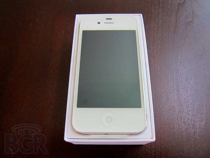 white-iphone-4-1110427185447