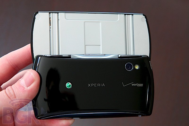 bgr-xperia-play-7110525151954