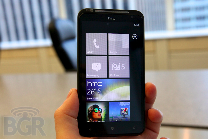 htc-titan-hands-on-1110901182611