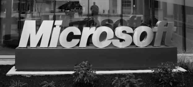 Microsoft hires 14 Yahoo researchers