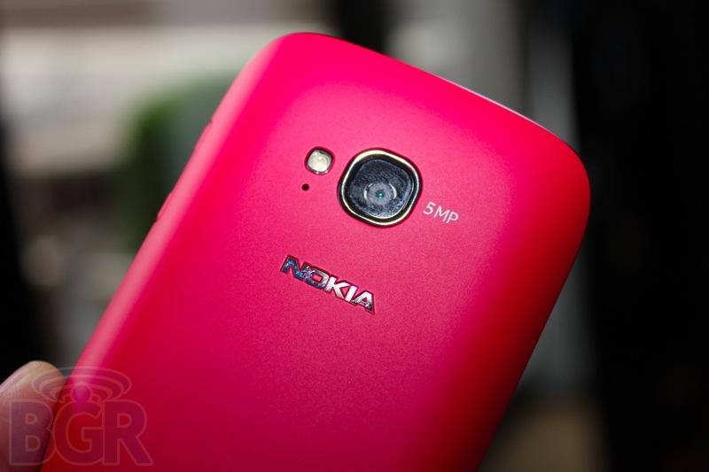 bgr-nokia-lumia-710-4