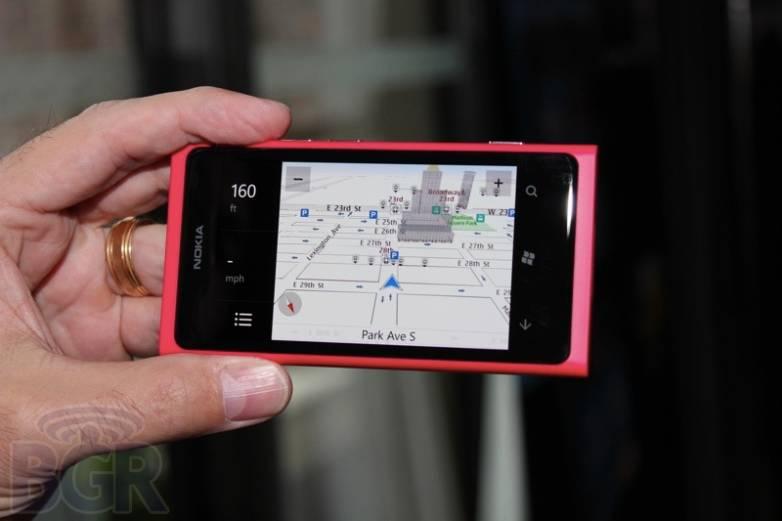 bgr-nokia-lumia-800-10