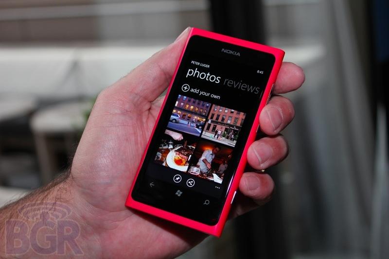 bgr-nokia-lumia-800-9