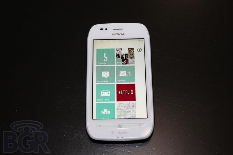 bgr-t-mobile-lumia-710-2