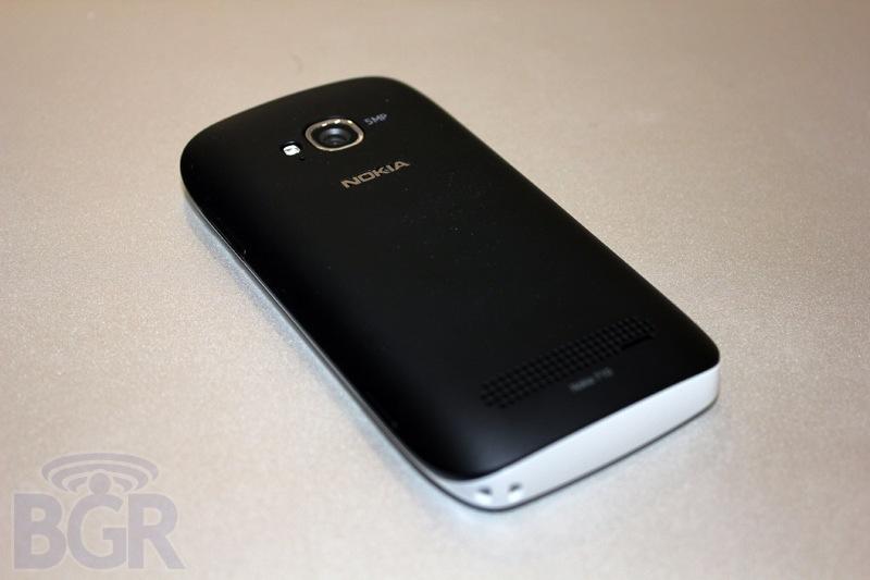 bgr-t-mobile-lumia-710-7