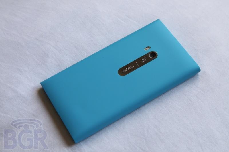 bgr-nokia-lumia-900-10