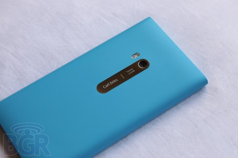bgr-nokia-lumia-900-11