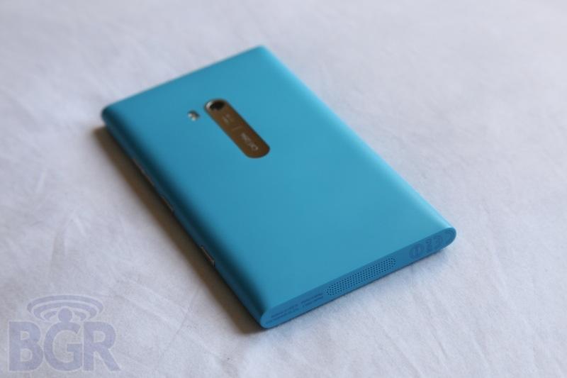 bgr-nokia-lumia-900-12