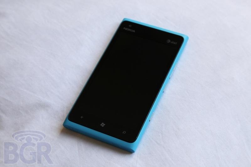 bgr-nokia-lumia-900-1