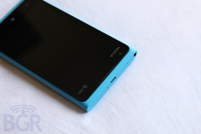 bgr-nokia-lumia-900-3