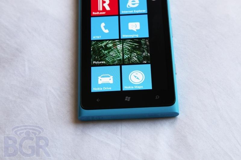 bgr-nokia-lumia-900-6