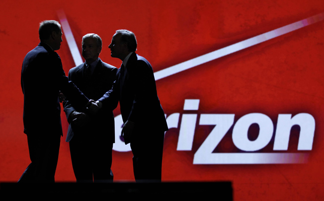 Verizon's move to unlimited data ups ante in wireless war