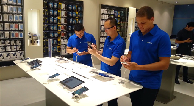 Samsung Apple Store Ripoff