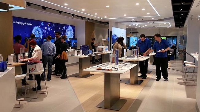 Samsung Retail Stores Apple Similarities