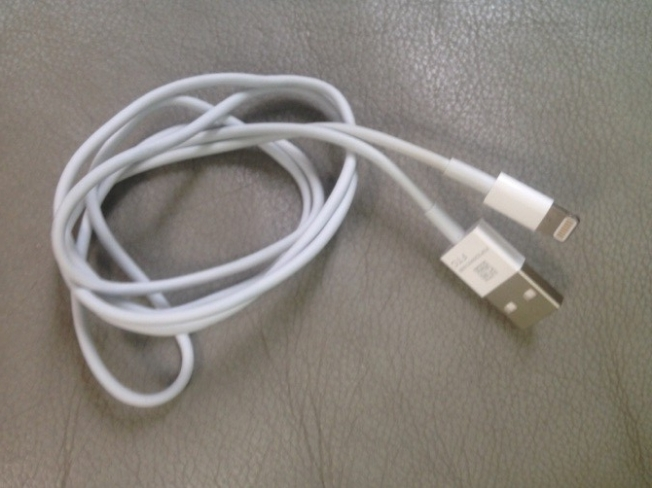 iPhone 5 pictures: dock connector cable rumor