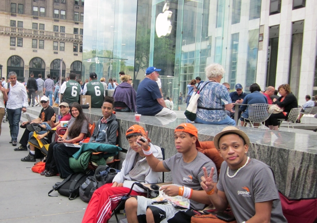 Apple Store iPhone 6 Lines