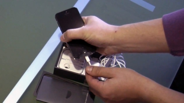 iPhone 5 Unboxing Video