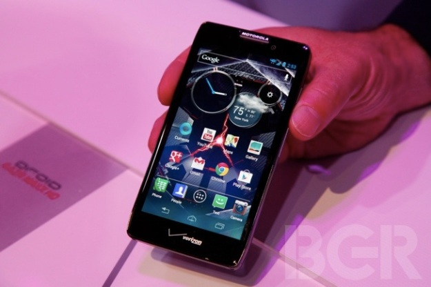 Smartphone buyers, bigger batteries on RAZR