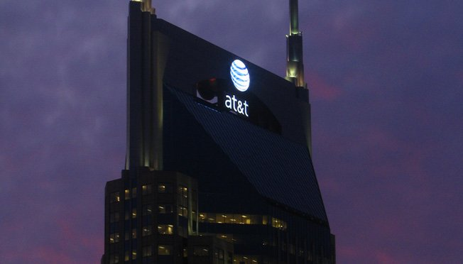 AT&T Solar Wireless Charging Stations