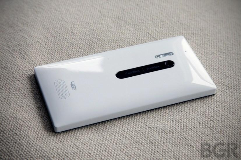 BGR-nokia-lumia-928-1