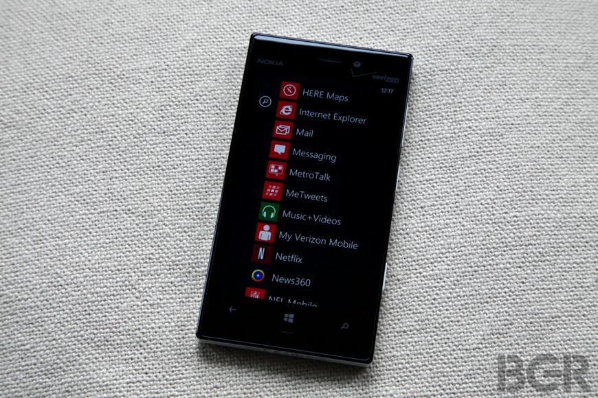 BGR-nokia-lumia-928-3