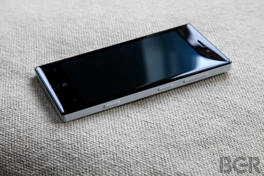 BGR-nokia-lumia-928-8