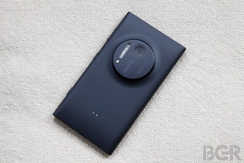 BGR-Nokia-Lumia-1020-6