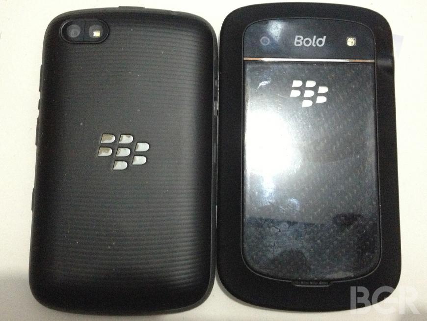 BlackBerry-9720-9