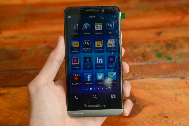 BlackBerry Z30 Photos