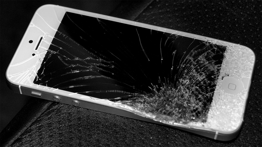 iPhone 5s Cracked Screen