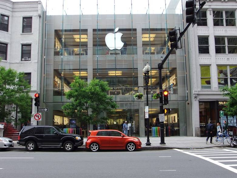 Apple Retail Boss Ahrendts Plans