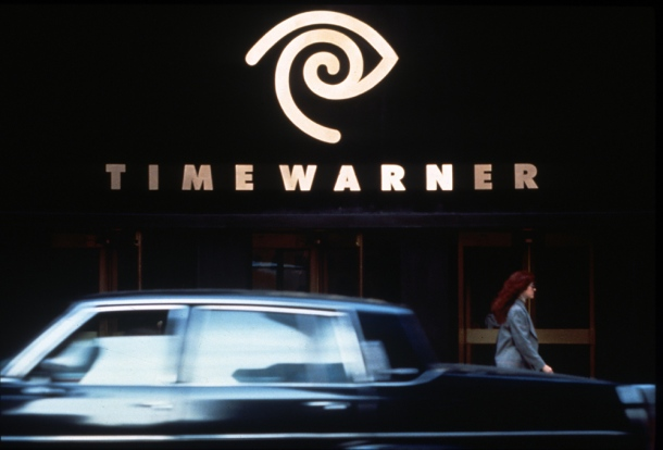 Time Warner Cable looks Apple