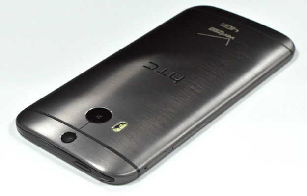 new-htc-one-dummy-2