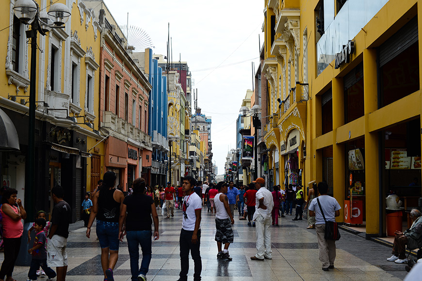 Retail Crowds in Lima, Peru
