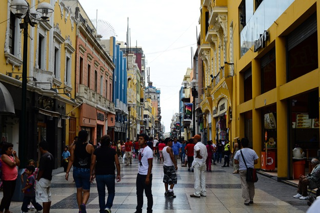 Retail Crowds in Lima, Peru