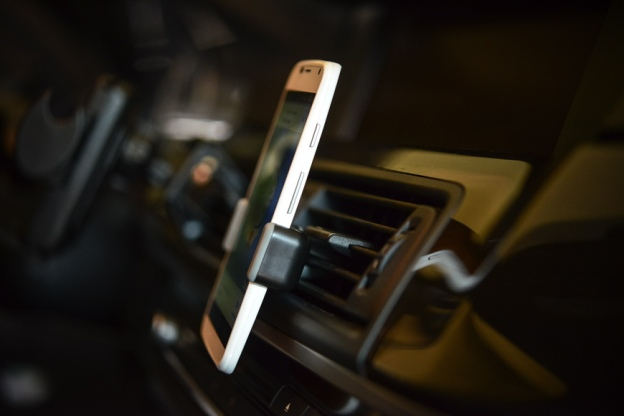 Kenu Airframe in-car smartphone mount