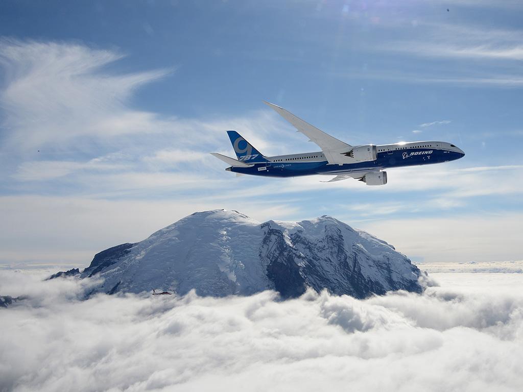 Boeing 787-9 Dreamliner Maneuvers Video