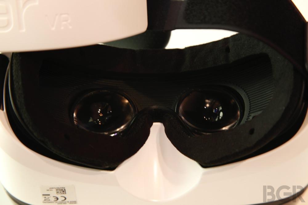 BGR-Samsung-Gear-VR-3