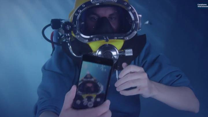 Xperia Z3 Underwater Unboxing Video