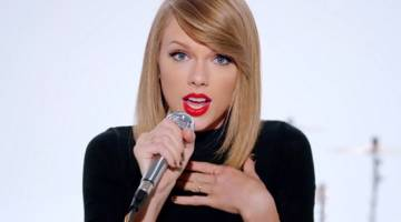 Taylor Swift Buys Porn Domain Names