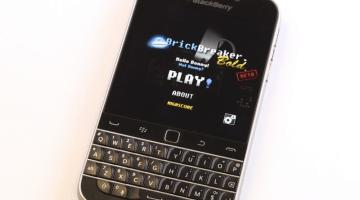 BlackBerry Classic Brick Breaker Returns