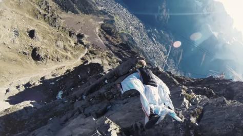 Video Amazing Wingsuit High Five