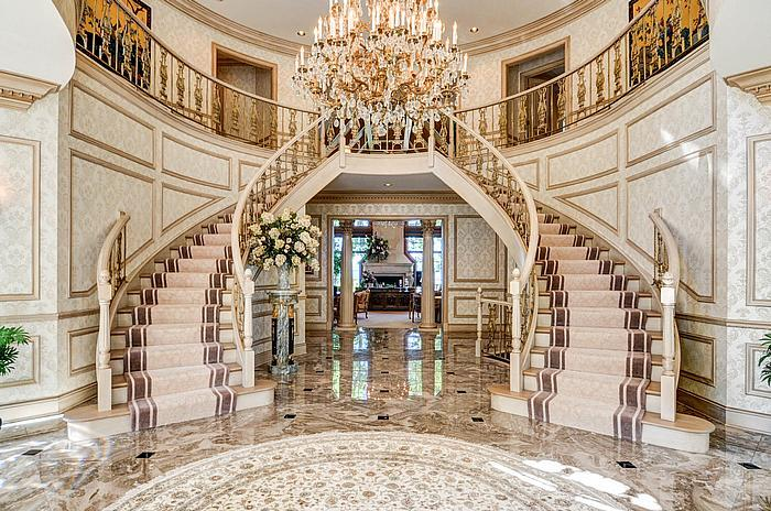 25 most massive and luxurious mansions on the market right for Big houses in america