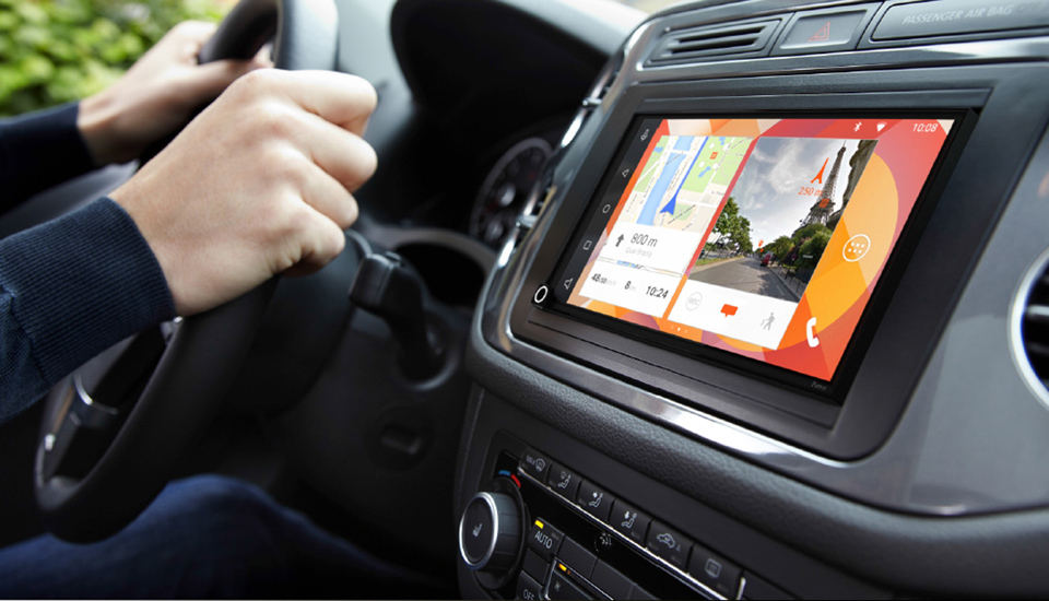 CarPlay vs Android Auto: Parrot RNB 6