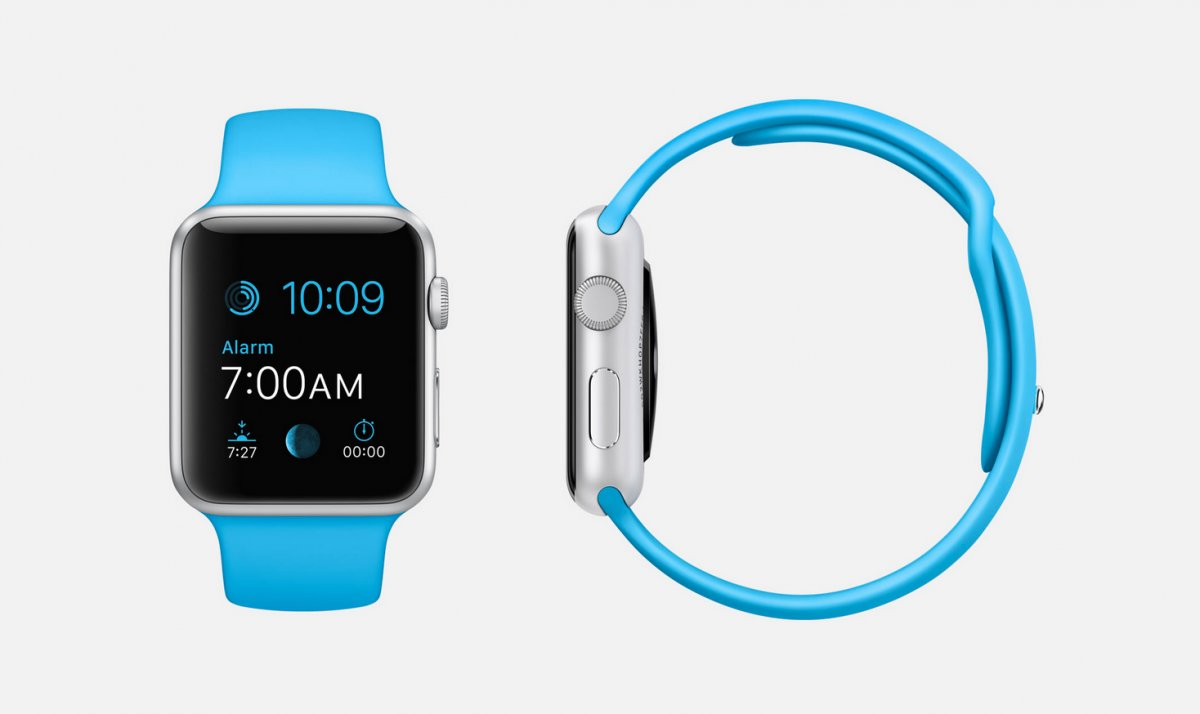 blue-sport-7000-series-silver-aluminum-apple-watch-sport-38mm-or-42mm-case-with-blue-fluoroelastomer-sports-band-stainless-steel-pin-ion-x-glass-retina-display-and-composite-back