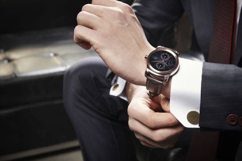 LG Watch Urbane Vs Apple Watch
