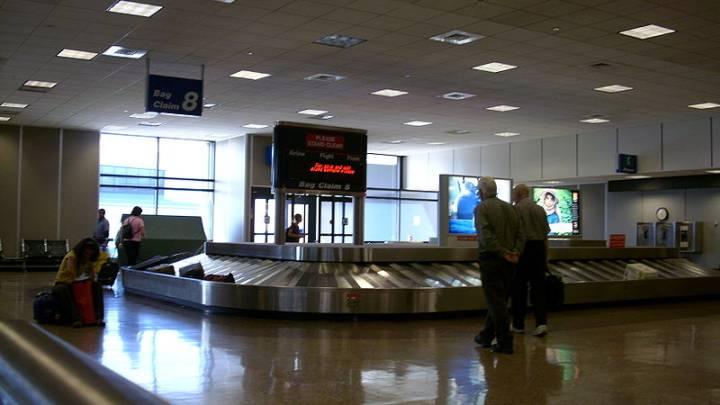Airport Baggage Handlers Theft Video